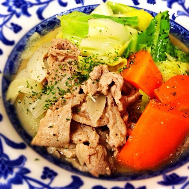 11月11日夕食メニュー ⚫︎豚肉とキャベツのポトフ風 ⚫︎イタリアンサラダ ⚫︎オニオンスープ - 8件のもぐもぐ - 豚肉とキャベツのポトフ風 by 下宿hirota&メゾンhirota