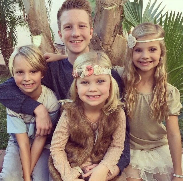 Peyton Heitz, Emalene Heitz, and her brothers!!! So cute!!! :)