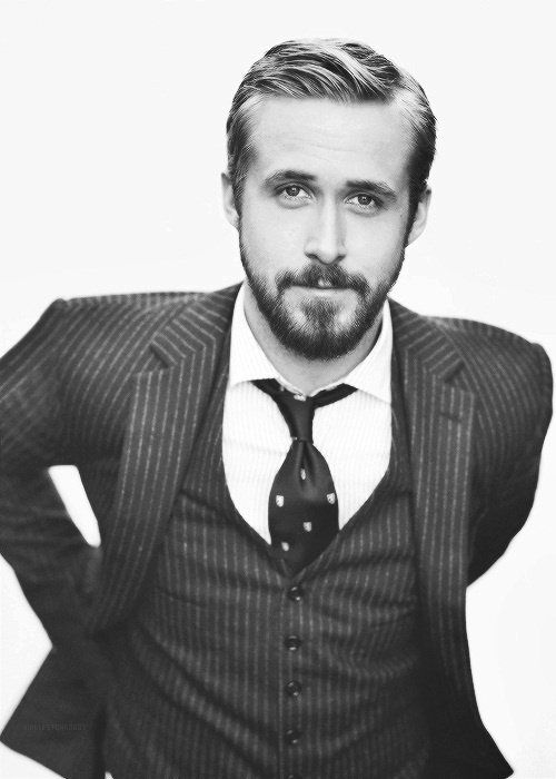 Ryan Gosling with suit and tie. urbam basics eignen sich perfekt zum tragen unter dem Business Shirt!
