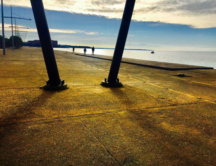 Soğuk bir Selanik gününde sahilde yürüyüş..🇬🇷❤️🇹🇷                                    #selanikrehberi #selanikbekliyor #selanik #skg #thessaloniki #θεσσαλονικη #greece #yunanistan #instagreece #greecestagram #ig_greece #ig_thessaloniki #yürüyüş #sahil #neaparalia #kış #winter #friday
