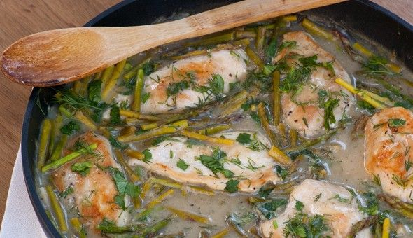 Healthy & Quick Braised Chicken Breasts with Asparagus & Fresh Herbs. Only 182 calories & 4 WW points+.