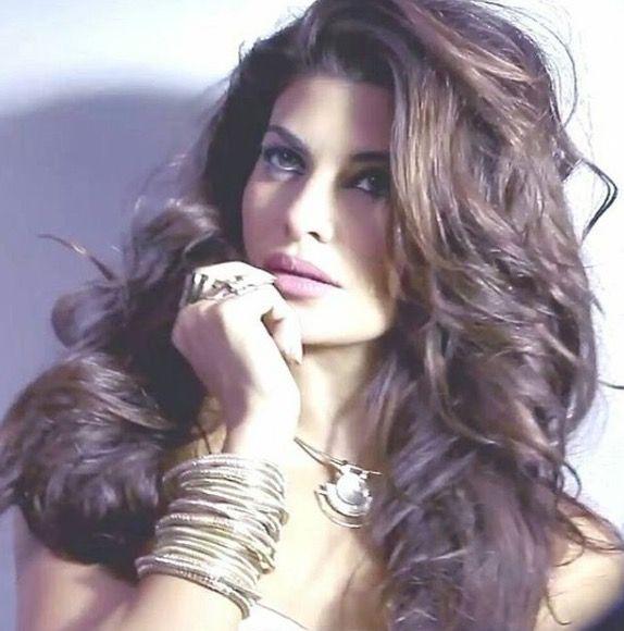 Jacqueline Fernandez seductive look