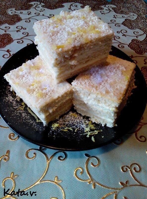 Valami krémes finomságra vágysz? Ez a finom torta ínycsiklandó, krémes és nagyon üdítő. Családi összejövetelekre is gyakran elkészítem, mert mindenki kedvence. Tészta hozzávalók 40 dkg[...]