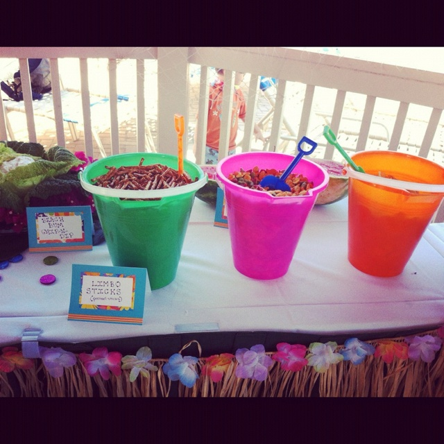 @Tawna Burk  this is cute. Beach pails with snacks