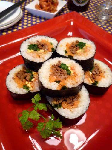 韓国海苔巻きキンパ☆甘辛肉そぼろ入り~!! ぱおのおうちで世界ごはん☆ 海苔・・・・・・・・・・・1~2枚ごはん・・・・・・・・・・茶碗2杯分 *白ごま・ごま油・塩・・適量