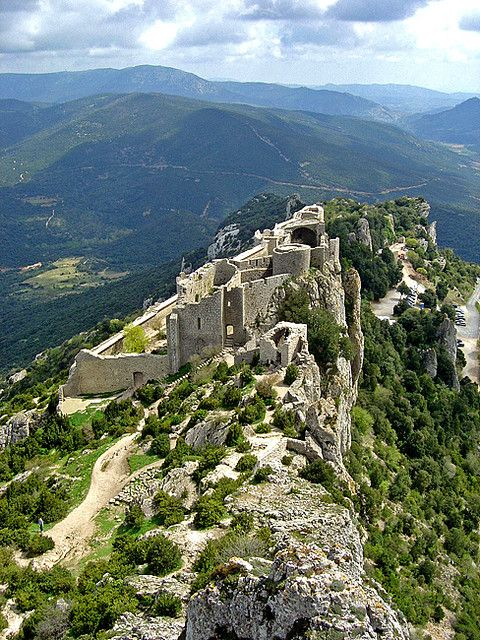 Peyrepertuse, a Cathar castle in the Pyrenees (Aude). Just what a hike among castle ruins should be!