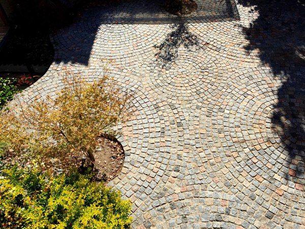 Las 25 mejores ideas sobre patio de adoquines en pinterest - Adoquin de piedra ...