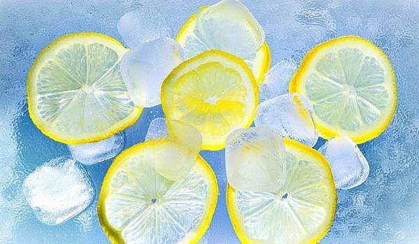 Наверняка вы знаете, что лимоны зарекомендовали себя как отличное средство против многих болезней. А замороженные лимоны приносят еще больше пользы!