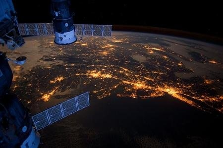 Nighttime view from the International Space Station shows the Atlantic coast of the United States.East Coast, Rhode Islands, New York Cities, International Spaces, Long Islands, Bright Lights, Spaces Stations, United States, Planets Earth