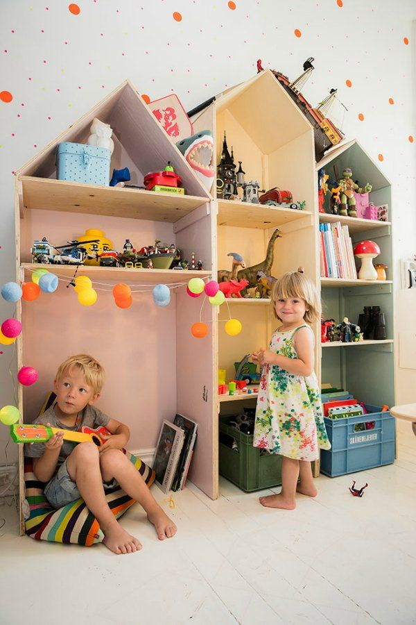 fun + simple custom bookshelves for storage in the kid's room