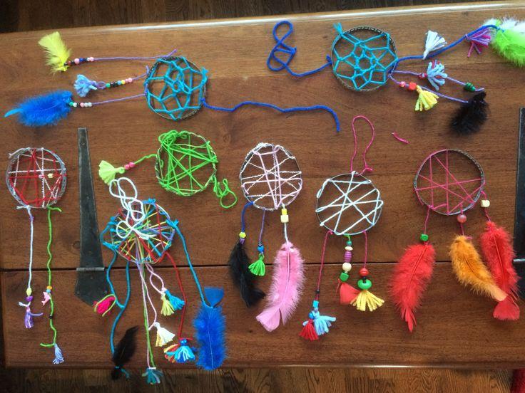 Barna gjorde så fina drömfångare #dreamcatcher #drömfångare #diy #pyssel #craft #kalas #barnpyssel