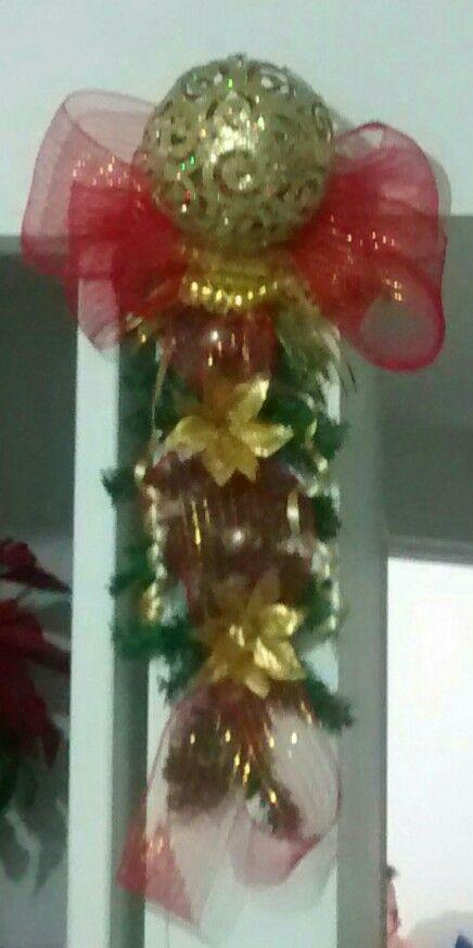 Navidad, columna, guirnalda, rojo y dorado, DIY, manualidades.
