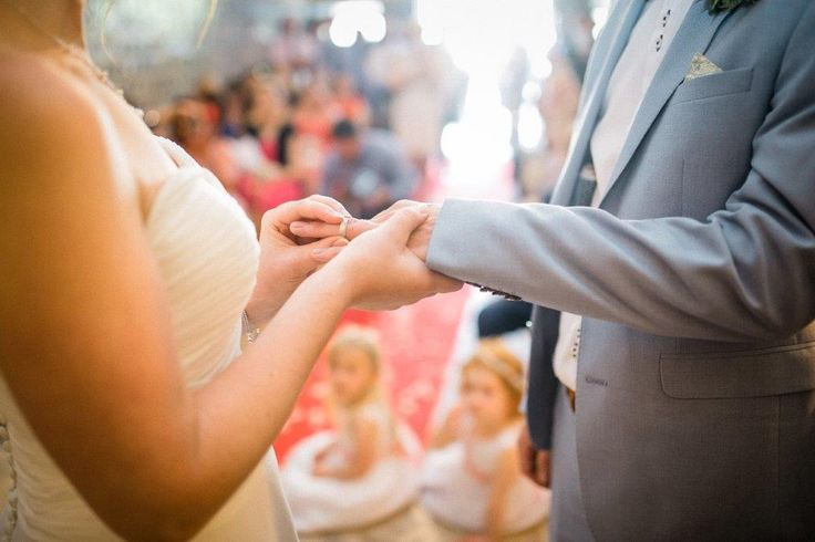 The rings, please! - www.myvintageweddingportuga.com | #weddinginportugal #vintageweddinginportugal #vintagewedding #portugalwedding #myvintageweddinginportugal #rusticwedding #rusticweddinginportugal #thequinta #weddinginsintra #summerweddinginportugal