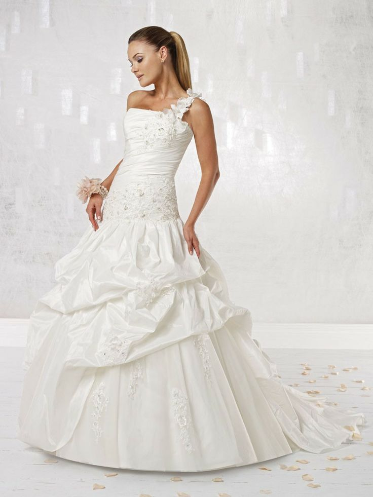 Popular One shoulder Softly Curved Neckline Ball Gown Wedding Dress