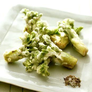 たらの芽の天ぷら | 藤野嘉子さんの天ぷら・かき揚げの料理レシピ | プロの簡単料理レシピはレタスクラブニュース