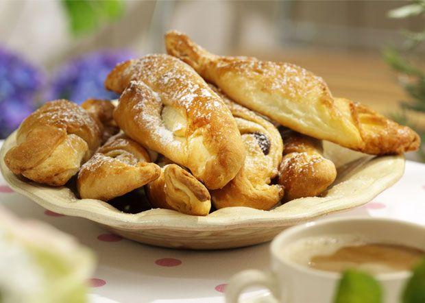 Hjemmelavede croissanter får en lidt anden struktur end de købte, men de smager skønt og er dejlig sprøde.