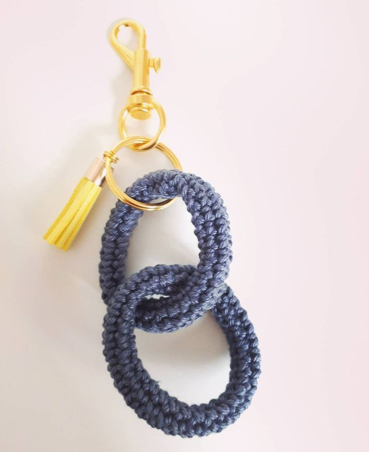Little gift idea inspired by molla.mills keychains using @yarnandcolors must-have minis #crochet #yarnandcolors #keychain #crochetkeychain