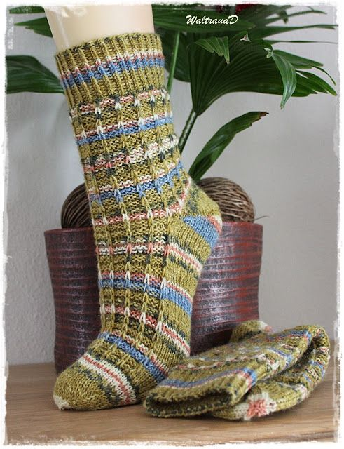 """Fast Ende Februar und mein drittes Paar Socken ist fertig. Diesmal habe ich von Austermann die Wolle Step """" Das Original mit Aloe Vera …"""