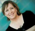 Julie Kibler bor i Texas med sin mand og sine børn. Udover at være forfatter, arbejder hun også som freelance-redaktør. Julie Kibler begyndte at skrive Hjem (2013), da hun opdagede, at hendes farmor i sin ungdom havde været forelsket i en sort mand, og at familierne havde modsat sig forholdet og tvunget de unge fra hinanden.