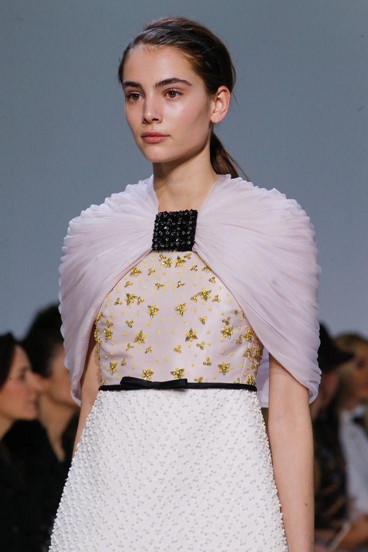 Giambattista Valli Spring 2016 Couture Accessories Photos - Vogue