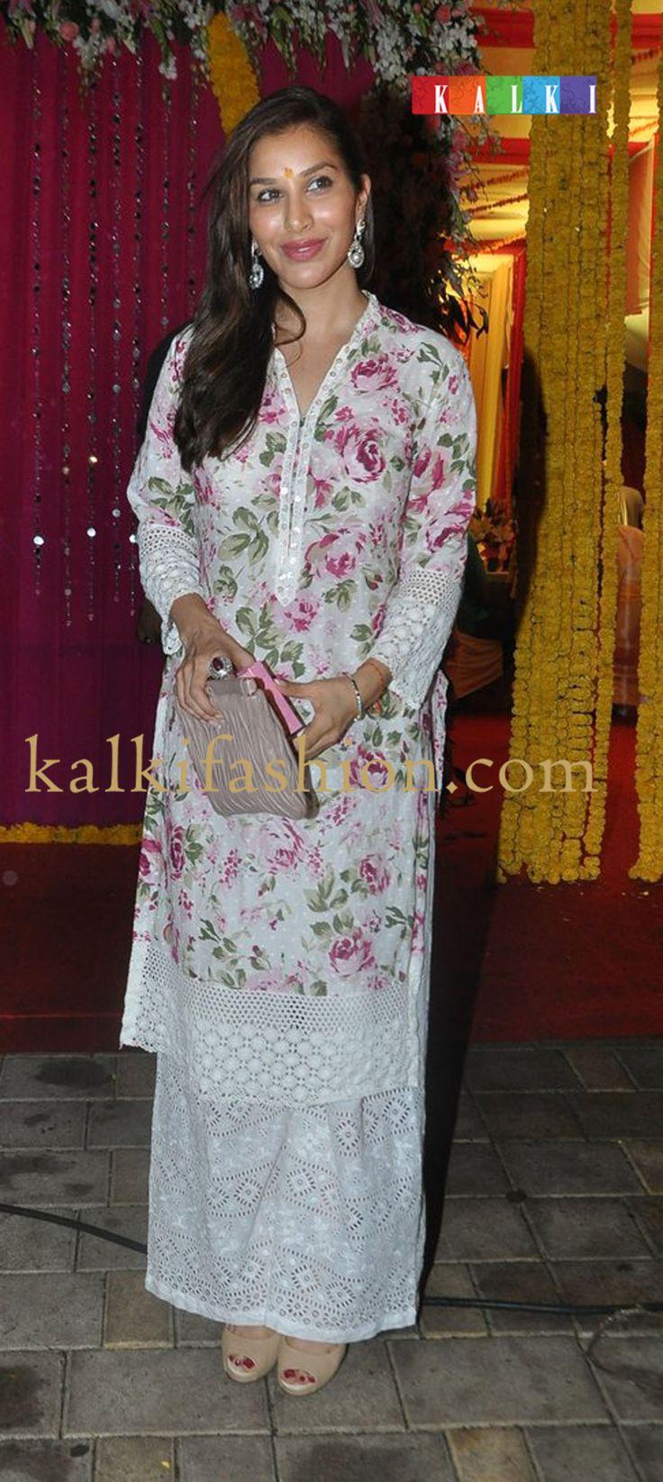 http://www.kalkifashion.com/   Sophia Chaudhry in white floral kurta with pants for Ganpati Visarjan at Salman Khan's residence.