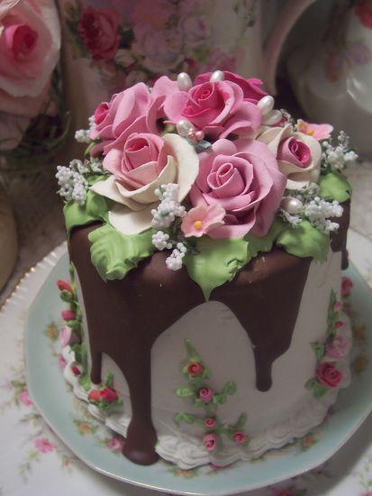 (Jethrine) SHABBY COTTAGE ROSE DECORATED FAKE CAKE