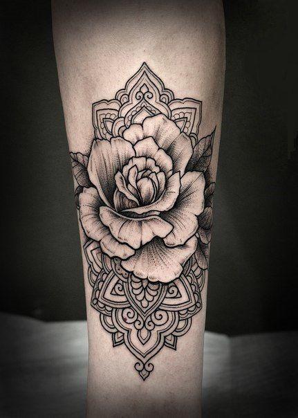 Met een lotus en wat andere bloemen