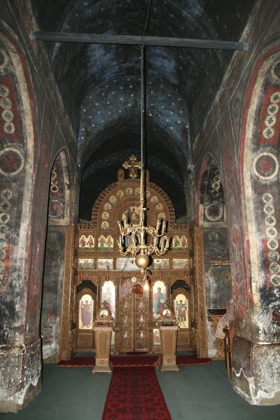 Manastirea Bogdana  Istoricul afisat in biserica consemneaza ca, probabil primul strat de pictura dateaza din secolul l XIV-lea, din vremea lui Alexandru cel Bun. In timpul voievodului Alexandru Lapusneanu, in anul 1558, se inregistreaza un nou strat de pictura. Un al treilea strat de pictura ar fi din anii 1745-1750, in timpul episcopului Iacob Putneanul. Frescele ajunse in aceasta ultima faza sunt acoperite cu o pictura realizata in tempera,de  Epaminonda Bucevschi in anul 1880.