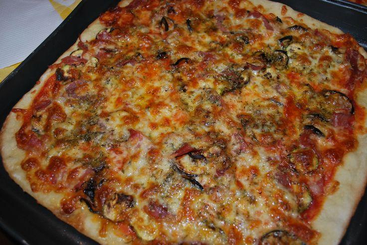 """Pizza ortolana: Melanzane, zucchine e... prosciutto crudo! E' stato un """"esperimento"""" eseguito per la prima volta eri sera. La mia famiglia si è leccata i baffi!"""