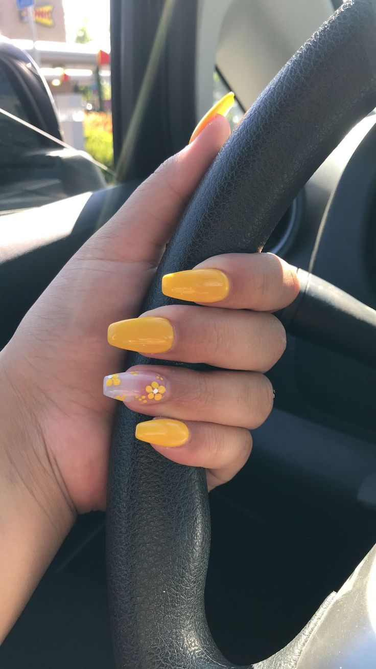 Yellow acrylic nails with flower 😍😍 summer time