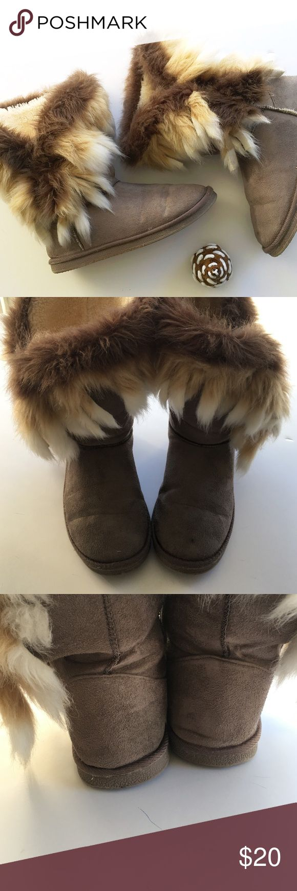 Fuzzy boots excellent used condition  measurements upon request  NO TRADING  BUNDLE and get 30% off any two items  any other questions comment below JustFab Shoes Winter & Rain Boots