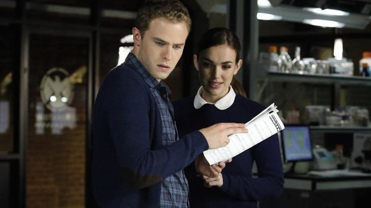 'Agents of SHIELD' Season 2: Fitz holds onto Simmons' relationship 'quite strongly,' says Iain De Caestecker
