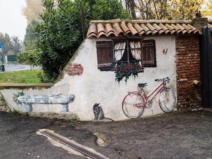 C'è tutto su questo muro: panchina bici gatto finestra fiori... Foto di Angelo Scuteri #milanodavedere Milano da Vedere
