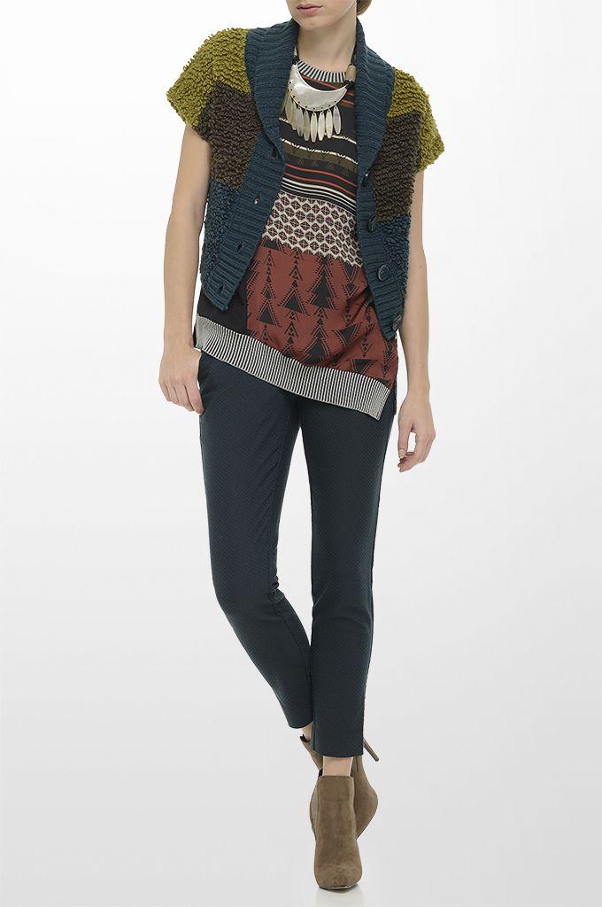 Sarah Lawrence - bouclé knitted bolero, short sleeve printed blouse, jacquard cropped pant.