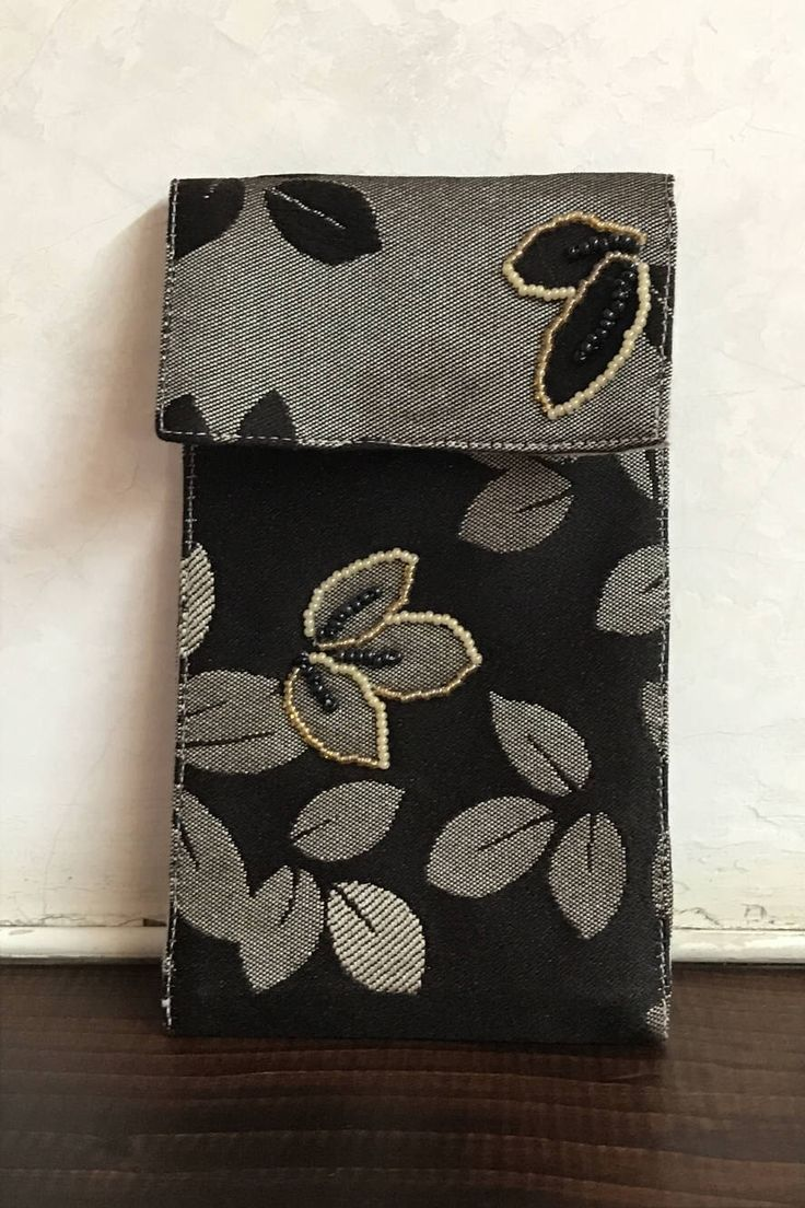 Un preferito personale dal mio negozio Etsy https://www.etsy.com/it/listing/532344236/portacellulare-foglie-dorate-in-tessuto