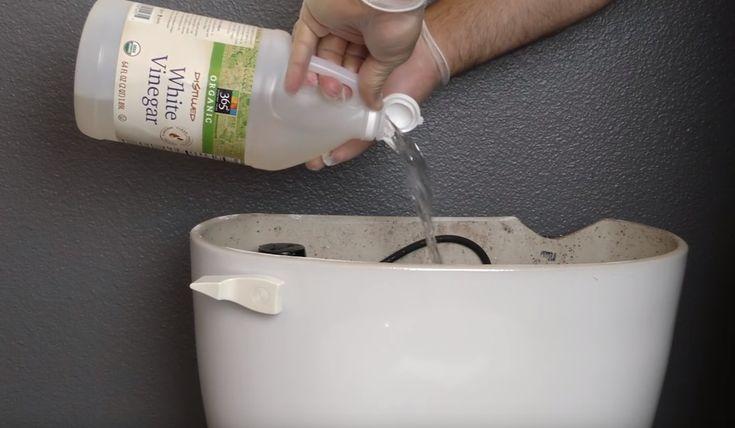 Do nádrži na záchode vylial ocot. Viete prečo? Ide o skvelý trik, ktorý pomôže aj vám | Chillin.sk