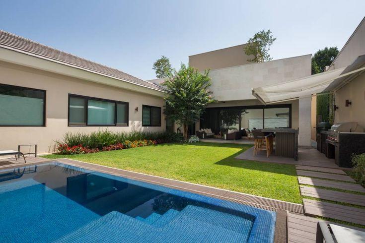 Casa Miguel Ángel : Jardines de estilo moderno por Rousseau Arquitectos