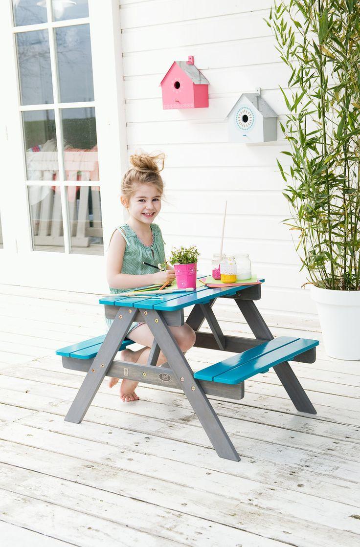 De kinderpicknicktafel is ideaal voor kinderen die in de tuin willen kleuren of spelen. Zo ligt niet al het speelgoed door de hele tuin