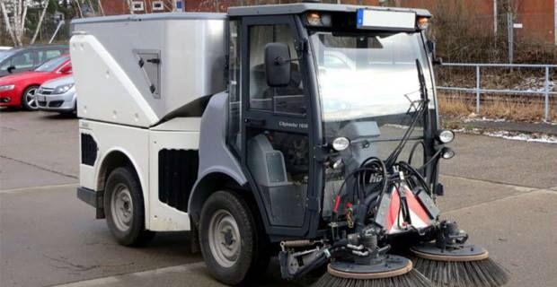 """Se trata de tres vehículos """"todorreno"""" para la Policía Local y una barredora compacta para el Servicio Municipal de Limpieza.  El Ayuntamiento de Nerja ha realizado, a través de la Concejalía de Servicios Operativos,   #ayuntamiento #limpieza #nerja #policia local #vehiculos"""