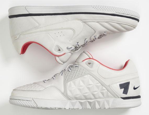 finest selection 2fb5c b2942 Cristiano Ronaldo x Nike Street Gato CR7  soccer arsenal  Nike street,  Nike, Adidas shoes outlet