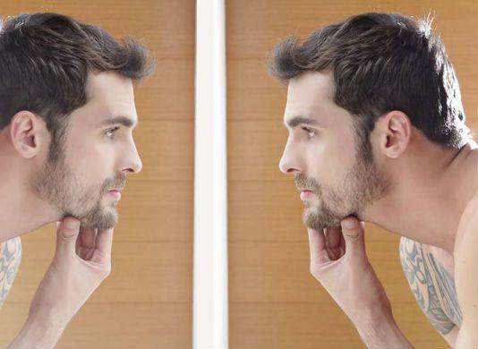 A barba crescida está tão na moda que até fez despencar as vendas de lâminas de barbear no mundo tudo. Manter o visual bacana e descolado, porém, exige cuidados frequentes. Confira os cuidados diários e semanais para tratar e aparar os fios.