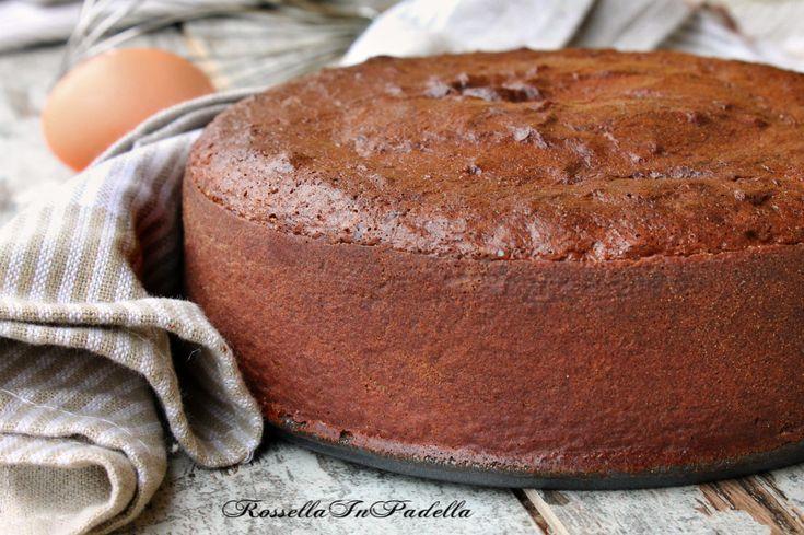 Pan di spagna al cacao. Per preparare torte farcite o di compleanno. Soffice soffice, può essere consumato anche da solo, da inzuppare nel latte.