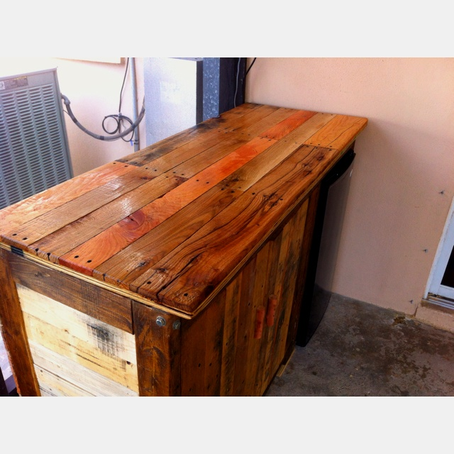 Bar Grill Prep Table Made From Pallets The Pallet Chronicles Wooden Patio Furniture