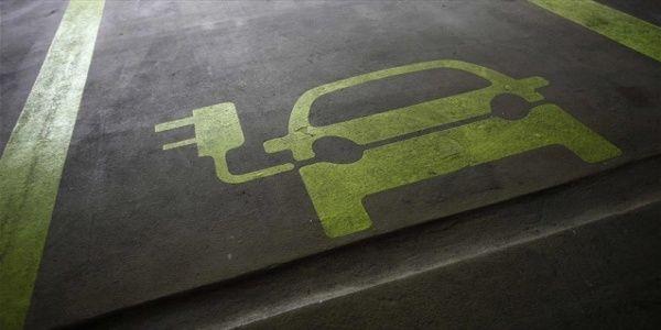 Ηλεκτρικά οχήματα - ηλιακή ενέργεια θα παγώσουν την ανάπτυξη των ορυκτών καυσίμων ως το 2020