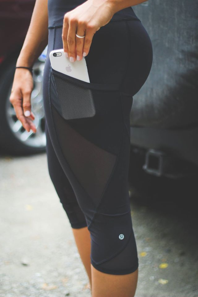 Don't we all wish that every pair of leggings/tights in our wardrobe had this crazy cool built in pocket, if only!