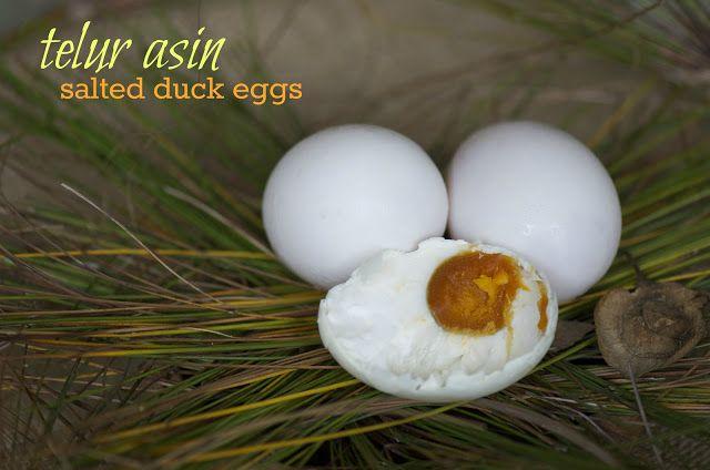 Indonesian Medan Food: Membuat Telur Asin ( Making Salted Duck Eggs)