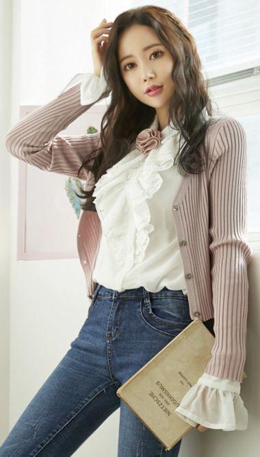 StyleOnme_Slim Fit V-Neck Ribbed Cardigan #pink #ribbed #cardigan #slimfit #koreanfashion #kstyle #kfashion #springtrend #seoul #dailylook