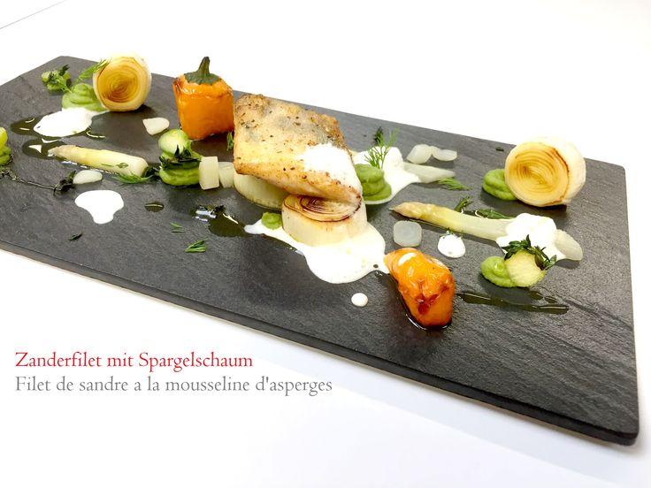 Zanderfilet knusprig auf der Hautseite gebraten. Spargel im Orangenfond SousVide gegart, Spargel Ragout und Sauce Hollandaise