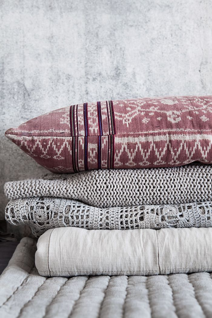 Blankets and pillow ©Anna Malmberg #grey #mrperswall #concrete wallpaper