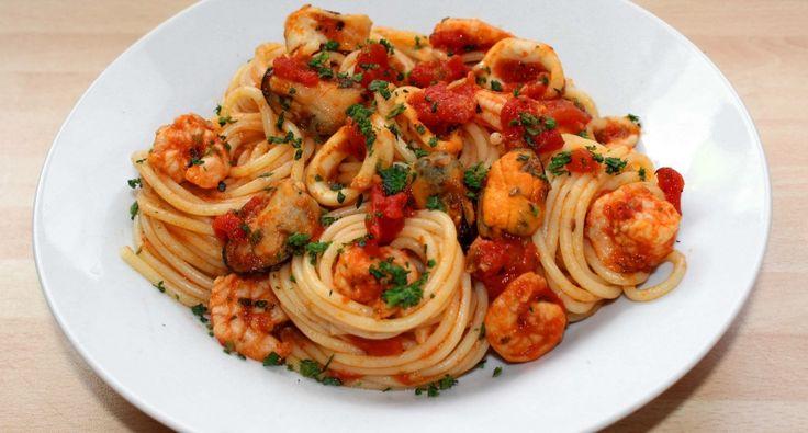 A tenger gyümölcsei spagetti egyszerűen, és gyorsan elkészíthető étel, mégis kissé különleges. Készítsd el te is! :)